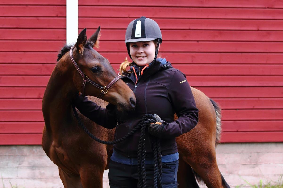 Kia Stenlund ja hevonen